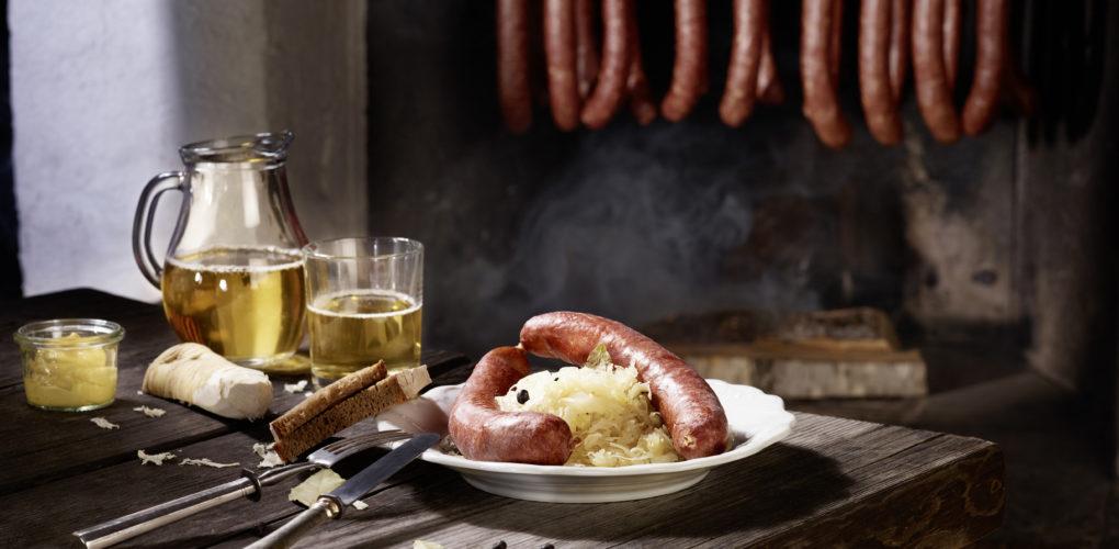 Selchwürste mit Sauerkraut  Kärnten Werbung Foto by Johannes Puch    www.johannespuch.at